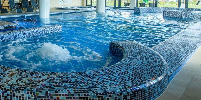 Basen wykończony mozaiką Blue Lagoon
