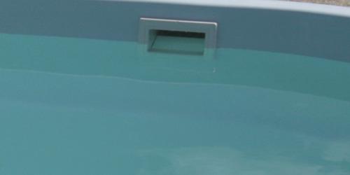 Skimmer w basenie