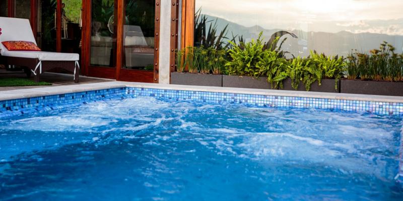 Wygląd basenu z mozaiką Delphinus za dnia